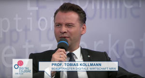 prof-tobias-kollmann-beim-digitalk-koeln-300x161-2